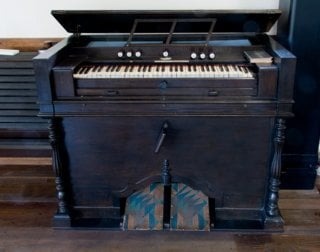 Harmonium (a type of reed organ)